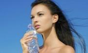 Tomar agua ayuda a adelgazar